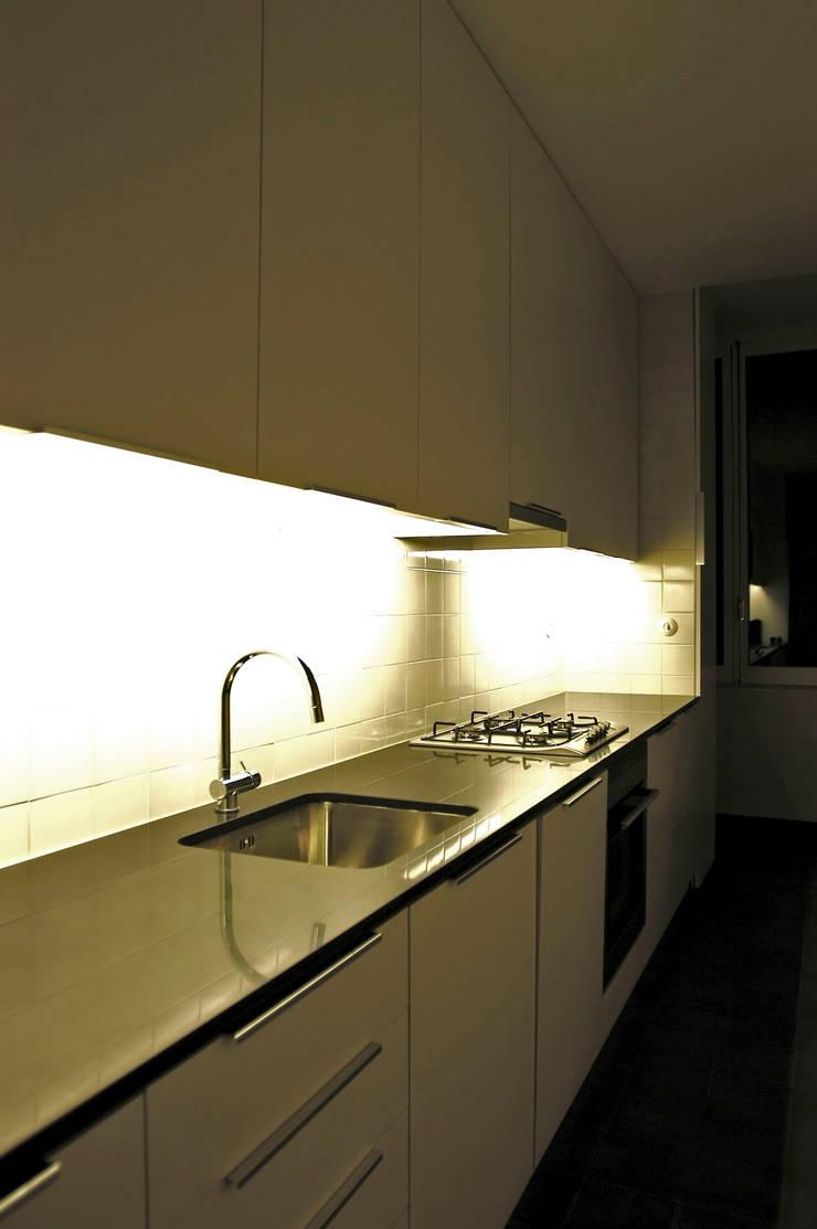 cozinha:   por Arquitectos Associados