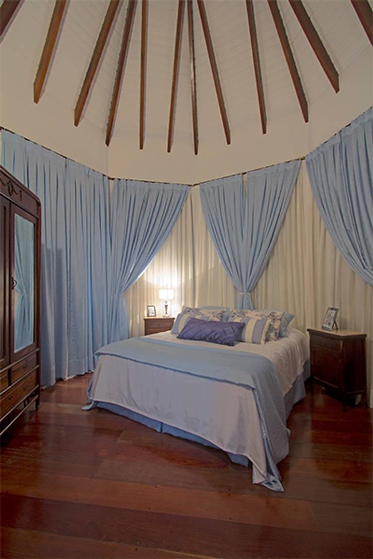 Dormitório casal: Quartos  por Eliana Berardo Arquitetura e Construção