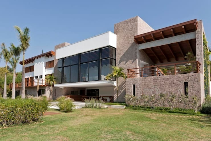 Residência Itu: Casas  por Maristela Faccioli Arquitetura