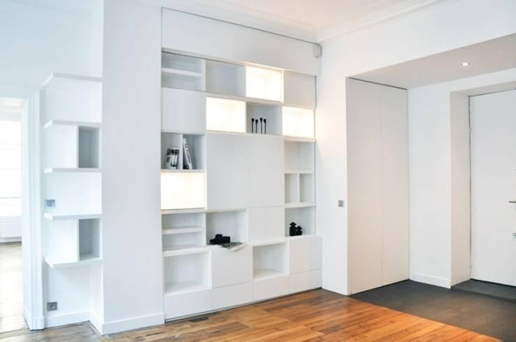 Rénovation d'un appartement rue J.-P. Timbaud, Paris: Salon de style  par FØLSOM