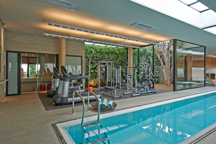 Residência em Itaúna - MG: Fitness  por Beth Nejm