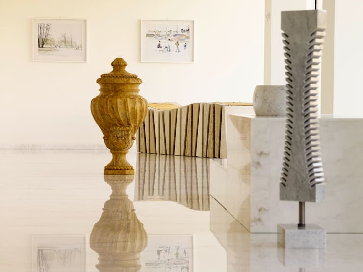 SHOW ROOM @ RIVOLI VERONESE: Ingresso & Corridoio in stile  di Marmi Due Ci