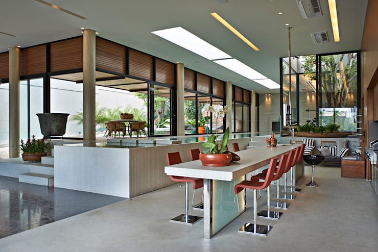 Residência em Itaúna - MG: Cozinhas  por Beth Nejm