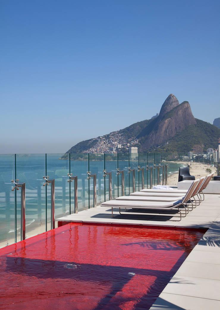 Pool by InTown Arquitetura e Construção LTDA,