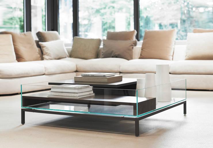 MOMENTUM Couchtisch für Ligne Roset: moderne Wohnzimmer von SVEN ADOLPH - Momentum Design