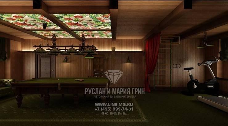 Бильярдная и тренажерный зал в доме из бруса: Тренажерные комнаты в . Автор – Студия дизайна интерьера Руслана и Марии Грин