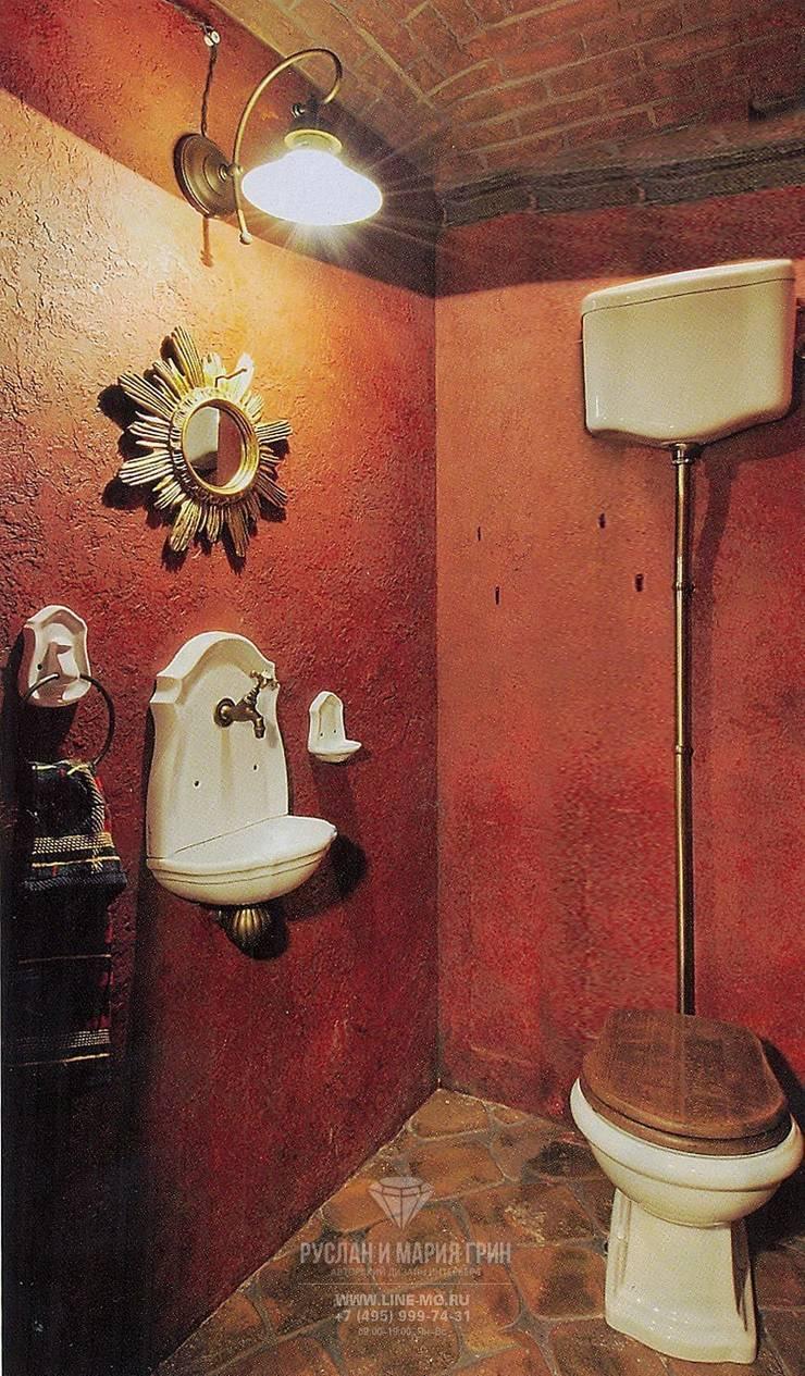 Интерьер санузла в  доме из бруса: Ванные комнаты в . Автор – Студия дизайна интерьера Руслана и Марии Грин