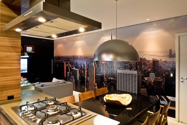 Apto - Agronômica: Salas de jantar modernas por tcarvalho