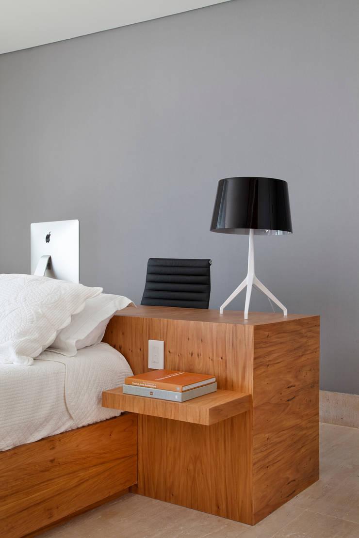 Kamar Tidur Minimalis Oleh InTown Arquitetura e Construção LTDA Minimalis