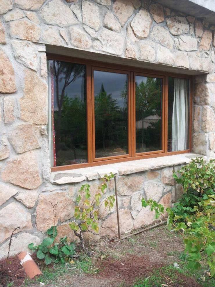 Ventanas y puertas de PVC: Puertas y ventanas de estilo  de SISTEMAS GAHM SL