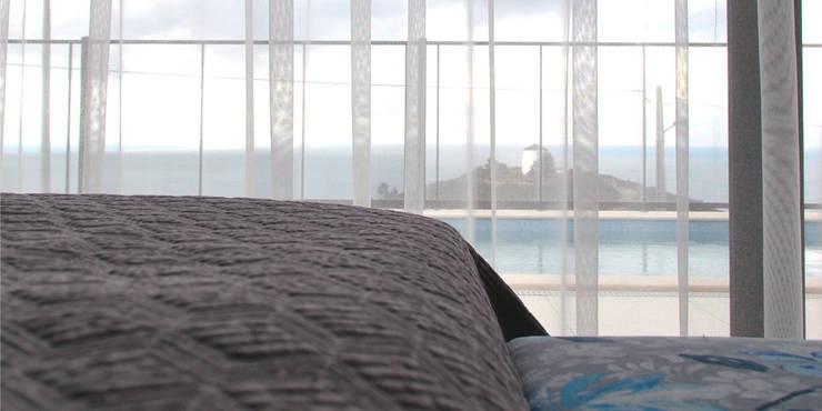 011 | Casa de Praia, Serra da Pescaria, Nazaré: Quarto  por T2 Arquitectura & Interiores