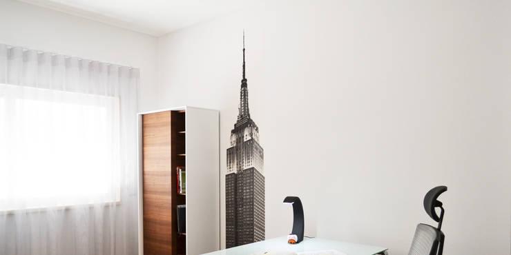 032 | Apartamento, Setúbal: Escritórios e Espaços de trabalho  por T2 Arquitectura & Interiores