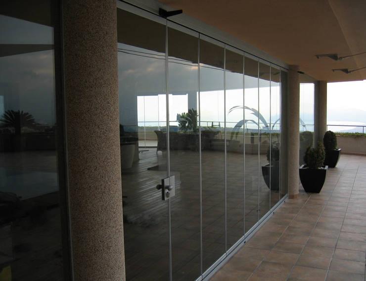 Cortinas de cristal: Terrazas de estilo  de SISTEMAS GAHM SL