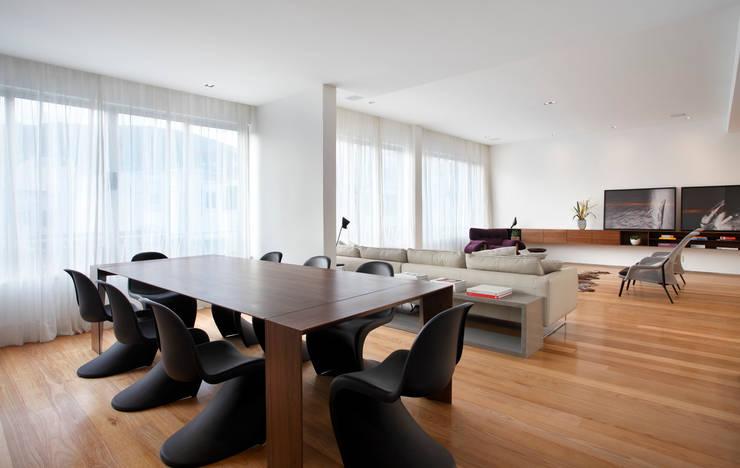 Triplex Viviani: Salas de jantar  por InTown Arquitetura e Construção LTDA