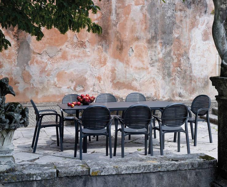 Jardín de estilo  por La Tartaruga di Anselmi Ing. Danilo