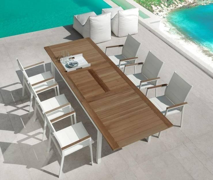 Tavolo Timber: Giardino in stile in stile Moderno di La Tartaruga di Anselmi Ing. Danilo