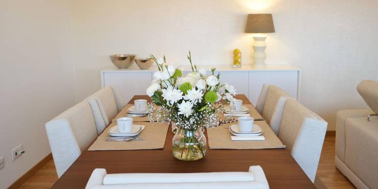 032 | Apartamento, Setúbal: Sala de jantar  por T2 Arquitectura & Interiores