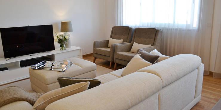 غرفة المعيشة تنفيذ T2 Arquitectura & Interiores