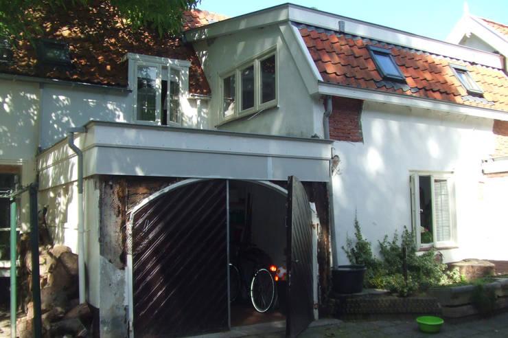 bestaande garage:   door Studio Blanca