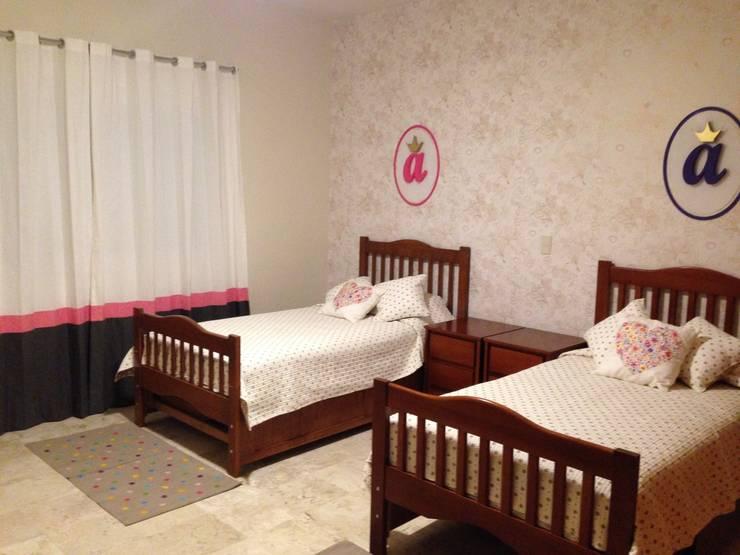 Nursery/kid's room by DECO Designers,
