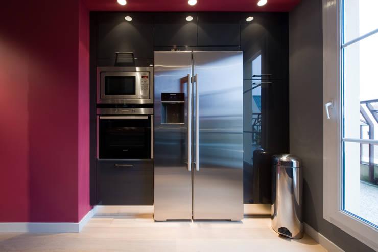 modern Kitchen by LA CUISINE DANS LE BAIN SK CONCEPT