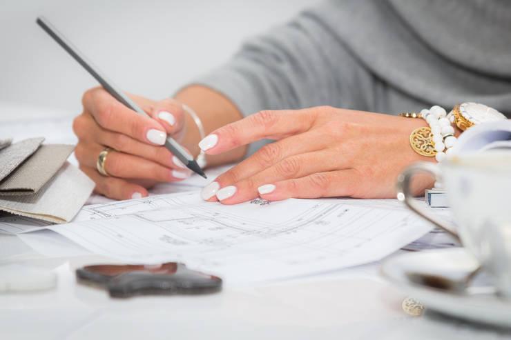 Studio projektowe.: styl , w kategorii Salon zaprojektowany przez CAROLINE'S DESIGN