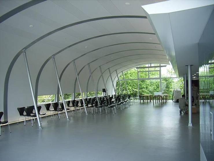食堂内観: 株式会社ヨシダデザインワークショップが手掛けたダイニングです。