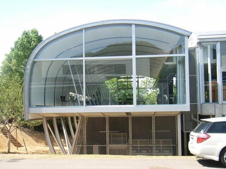 正面外観: 株式会社ヨシダデザインワークショップが手掛けた家です。