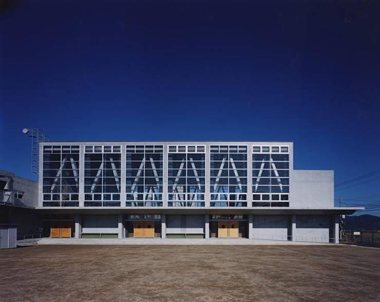 体育館: 株式会社ヨシダデザインワークショップが手掛けた家です。