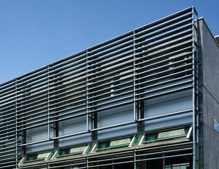 ルーバー: 株式会社ヨシダデザインワークショップが手掛けた家です。