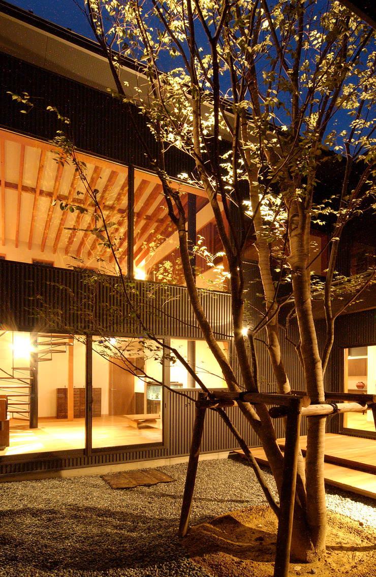福野の家: 濱田修建築研究所が手掛けた庭です。