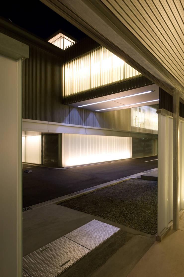 大谷製鉄食堂棟: 濱田修建築研究所が手掛けた廊下 & 玄関です。