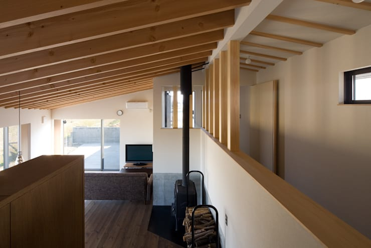 写真家の家: 濱田修建築研究所が手掛けたリビングです。,オリジナル