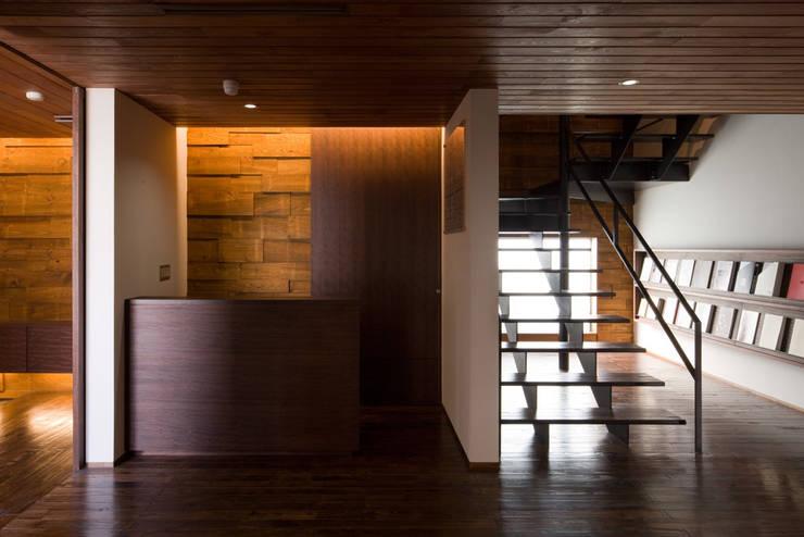 Oficinas y Tiendas de estilo  por 濱田修建築研究所, Ecléctico