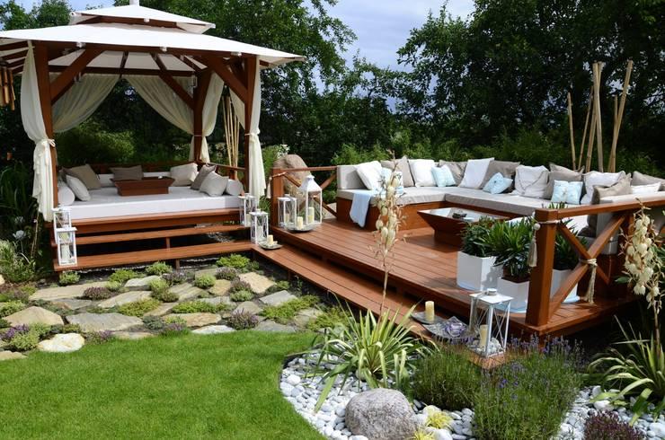 Jardines de estilo asiático por CAROLINE'S DESIGN