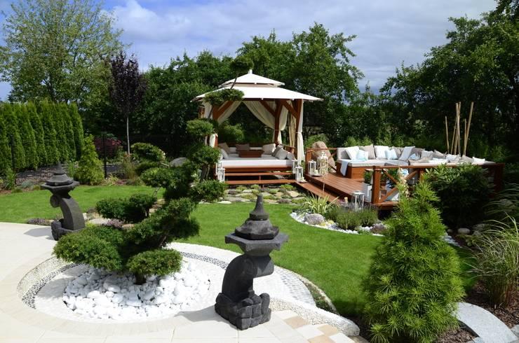 Garden  by CAROLINE'S DESIGN