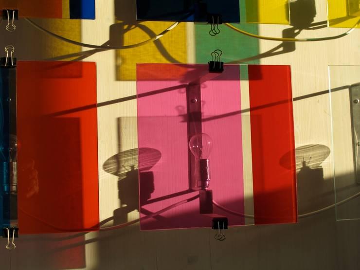 Lichtspiel:  Wohnzimmer von Architekturbüro 011