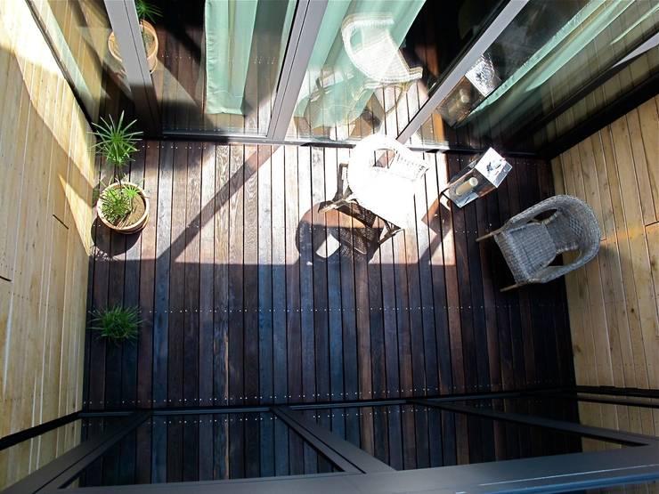 Atrium aus der Vogelperspektive:  Terrasse von Architekturbüro 011