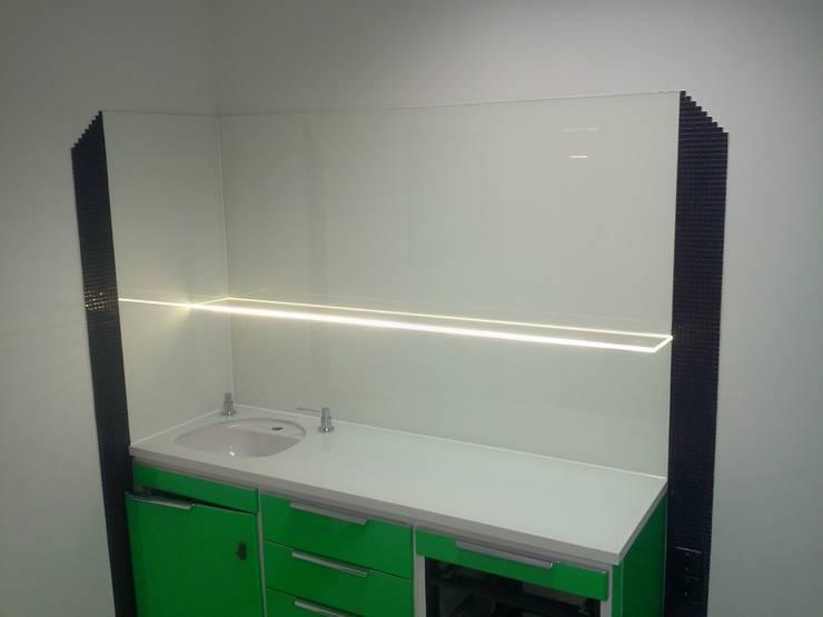 Küchenrückwände und Arbeitsplatten von Ertl Glas Design | homify
