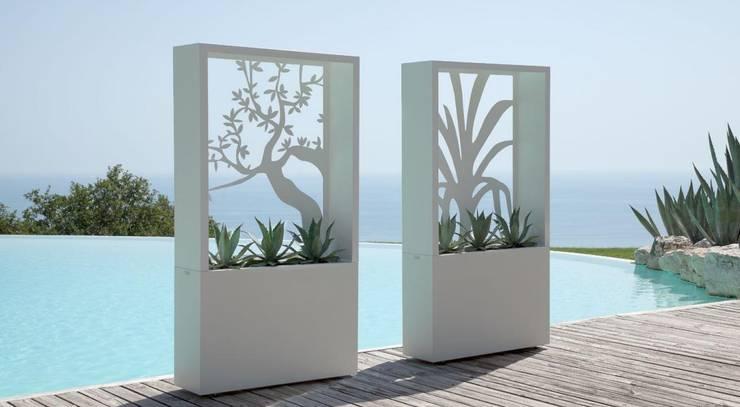 Fioriere: Giardino in stile  di La Tartaruga di Anselmi Ing. Danilo