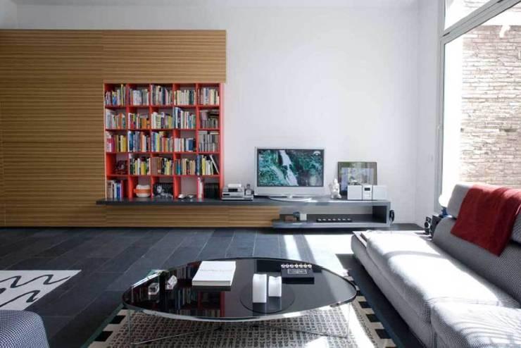Mueble libreria: Salones de estilo  de SOLER-MORATO ARQUITECTES SLP