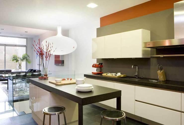 Cocina: Cocinas de estilo  de SOLER-MORATO ARQUITECTES SLP