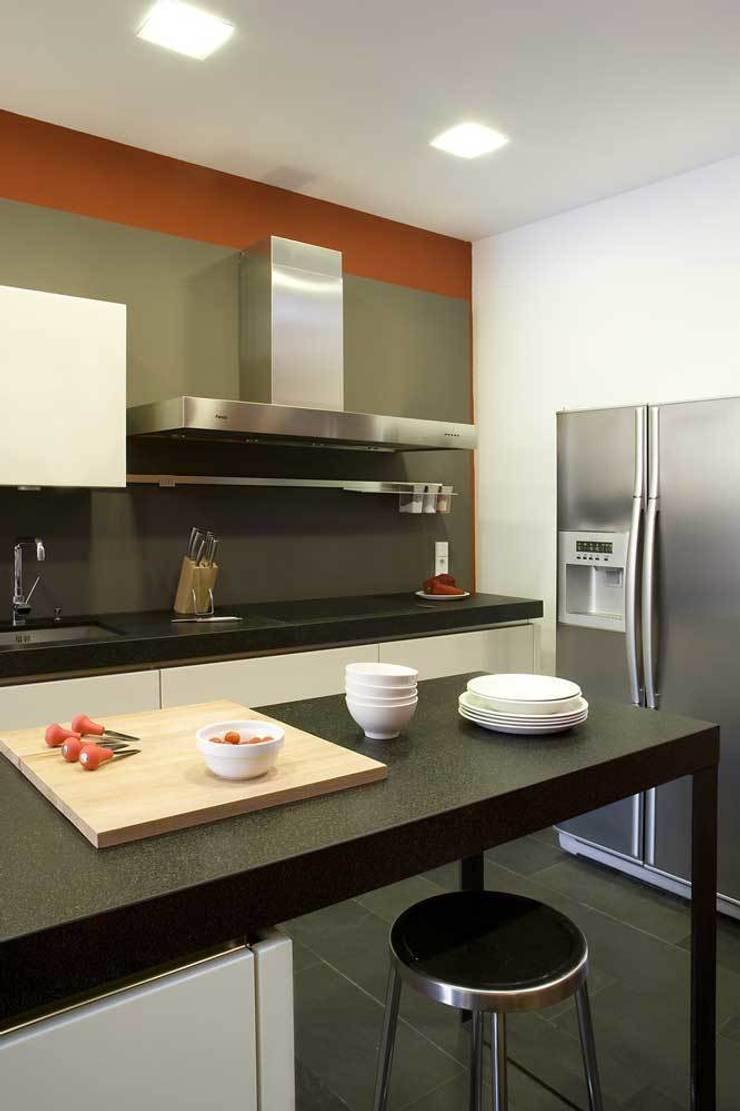 Muebles cocina: Cocina de estilo  de SOLER-MORATO ARQUITECTES SLP