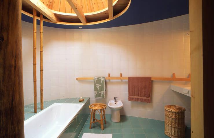 Intérieur salle de bain: Salle de bains de style  par Atelier PERRET DESAGES