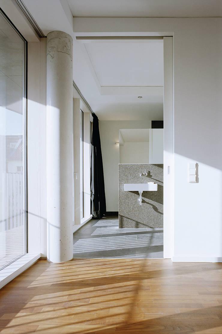 浴室 by ZOOMARCHITEKTEN, 古典風