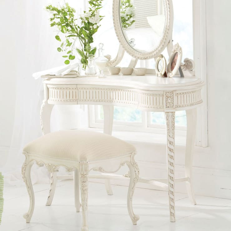 Tilly Fleur Dressing Table: classic Nursery/kid's room by Little Lucy Willow