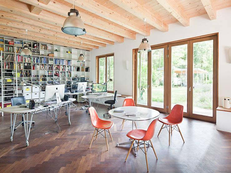 Müllers Büro: endüstriyel tarz tarz Çalışma Odası