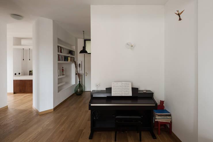 Woodboard House: Ingresso & Corridoio in stile  di Cecilia Fossati