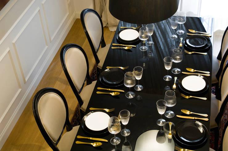 Black Jack Interior - Rome: Sala da pranzo in stile in stile Moderno di Arch Nouveau Studio