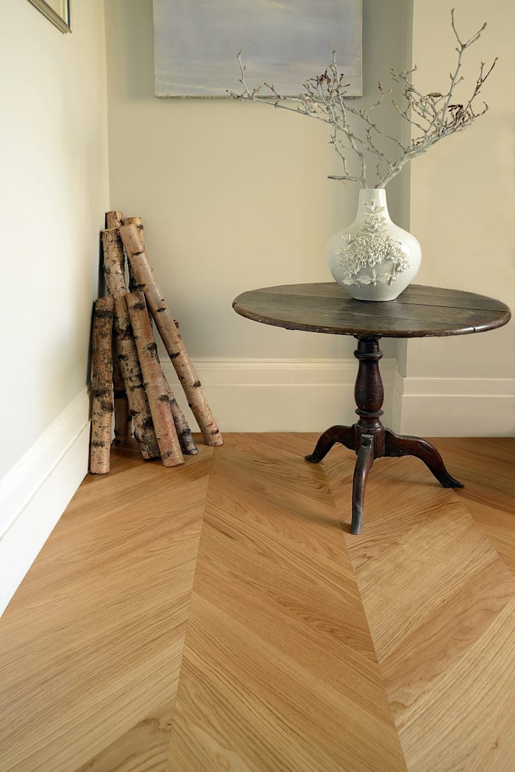 Oak Chevron Parquet:  Walls & flooring by The Natural Wood Floor Company